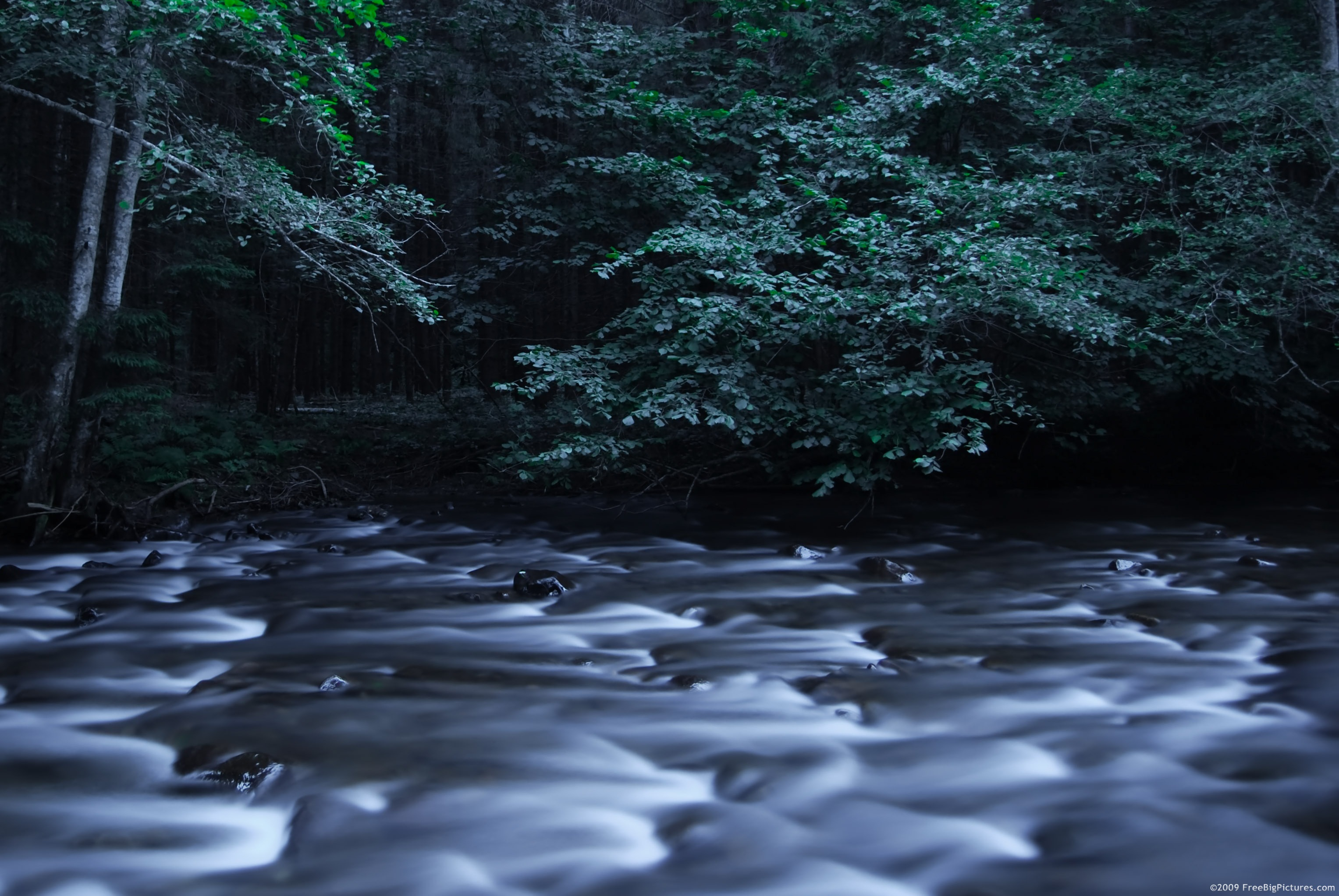River images in night is an interesting picture free to download