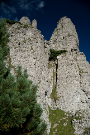 Detunatele rocks, on the route to Dochia chalet